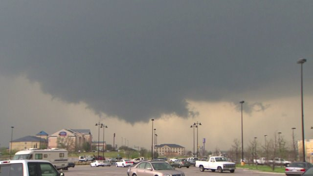 Severe weather unleashes hail, tornadoes across the Midwest