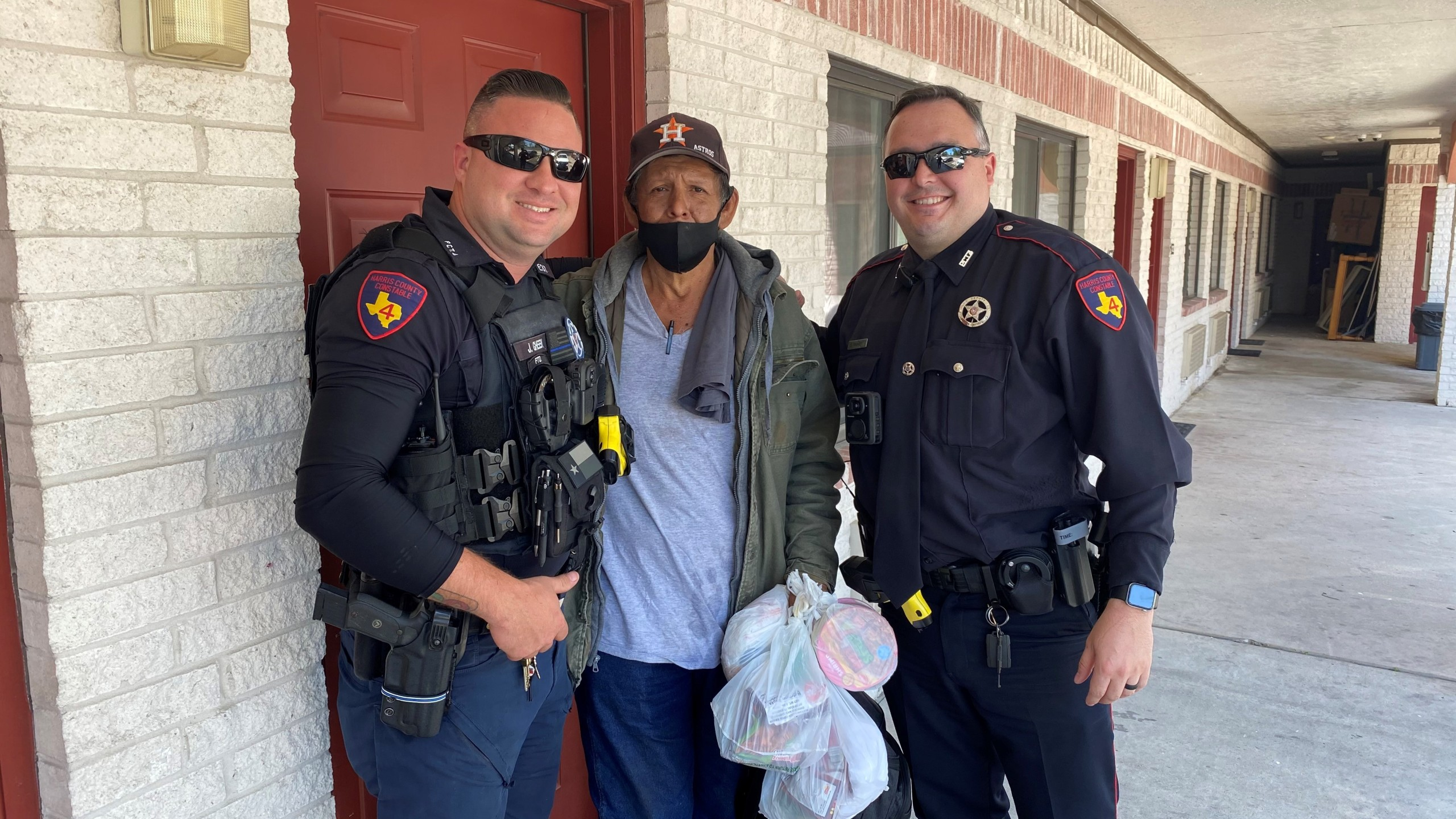 Deputies pay for homeless man's hotel room
